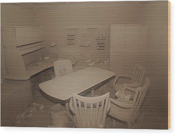 A Dust Covered Office In Building Wood Print by Everett