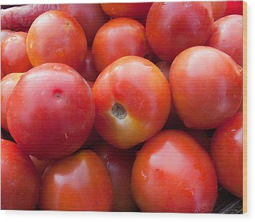 A Pile Of Luscious Bright Red Tomatoes Wood Print by Ashish Agarwal