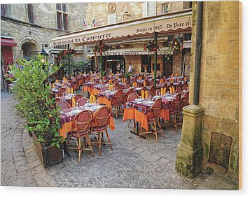 A Restaurant In Sarlat France Wood Print by Dave Mills