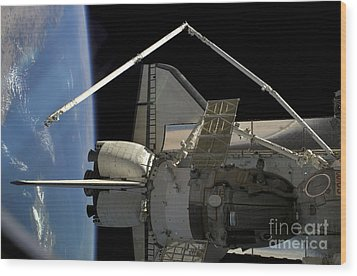 A Soyuz Vehicle And The Space Shuttle Wood Print by Stocktrek Images