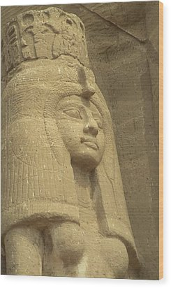 A Statue Of Nefertari At The Entrance Wood Print by Richard Nowitz