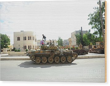 A T-72 Main Battle Tank On The Streets Wood Print by Andrew Chittock