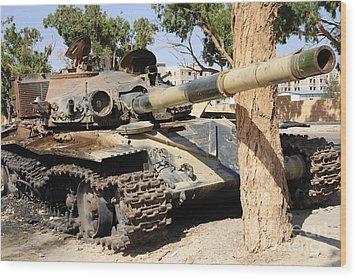 A T-72 Tank Destroyed By Nato Forces Wood Print by Andrew Chittock