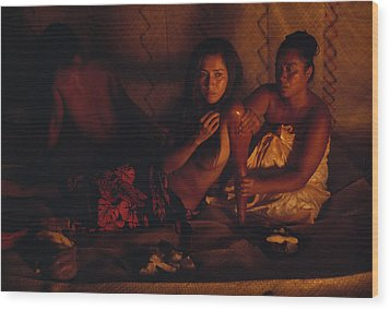 A Topless Tahitian Dancer Is Annointed Wood Print by Gordon Gahan