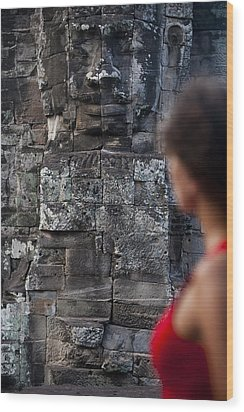 A Tourist Gazes At One Of The Enigmatic Wood Print by Alex Treadway