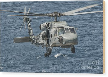 A Us Navy Sh-60f Seahawk Flying Wood Print by Giovanni Colla