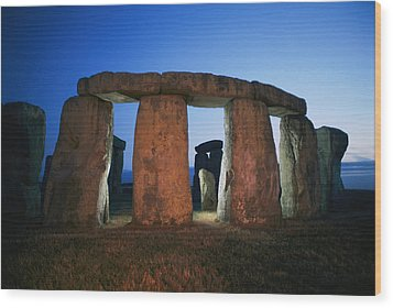 A View Of Stonehenge Silhouetted Wood Print by Richard Nowitz