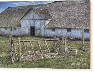 Abandoned Barn Wood Print by Eddie Yerkish