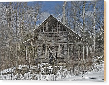 Abandoned House In Snow Wood Print by Susan Leggett