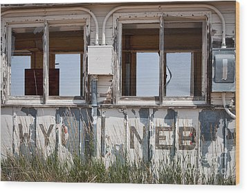 Abandoned On State Line Wood Print by Lawrence Burry