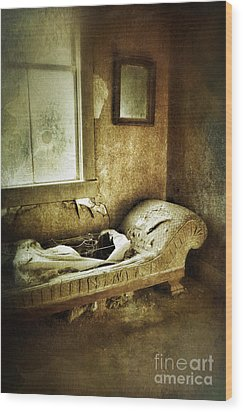 Abandoned Parlor Wood Print by Jill Battaglia