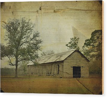 Abandoned Tobacco Barn Wood Print by Carla Parris