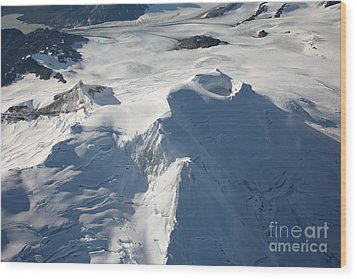 Aerial View Of Glaciated Mount Douglas Wood Print by Richard Roscoe