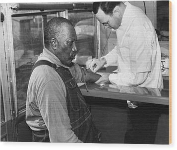 African American Patient Receiving Wood Print by Everett