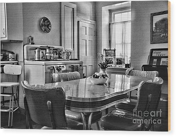Americana - 1950 Kitchen - 1950s - Retro Kitchen Black And White Wood Print by Paul Ward