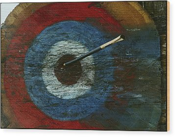 An Arrow Hit The Bullseye Wood Print by Sam Abell