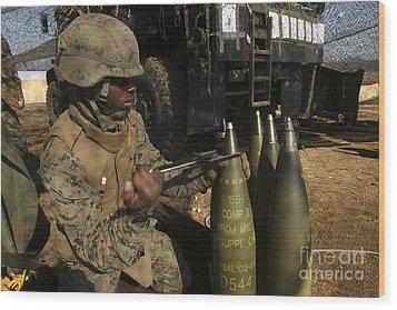 An Artilleryman Places A Fuse Wood Print by Stocktrek Images