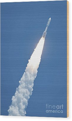 An Atlast V Rocket Carrying The Juno Wood Print by Stocktrek Images
