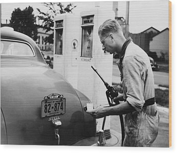 An Automobile Service Station Attendant Wood Print by Everett