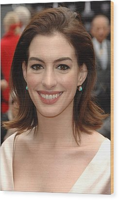 Anne Hathaway At The Press Conference Wood Print by Everett