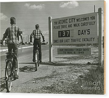 Atomic City Tennessee In The Fifties Wood Print by Tom Hollyman and Photo Researchers