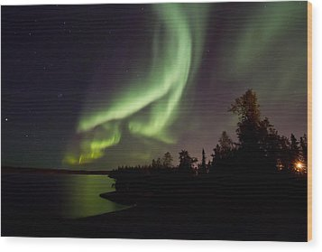 Aurora By The Lakeshore  Wood Print