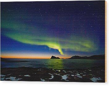 Aurora Over Haja Island Wood Print