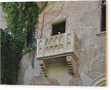 Balcone Di Romeo E Giulietta Wood Print by Martina Fagan