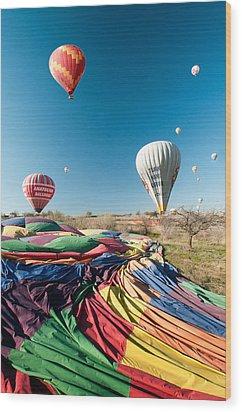 Ballons - 5 Wood Print by Okan YILMAZ