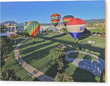 Balloons In Coolidge Park Wood Print by Tom and Pat Cory