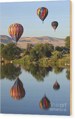 Balloons Over Horse Heaven Wood Print by Carol Groenen