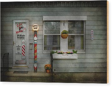 Barber - Belvidere Nj - A Family Salon Wood Print by Mike Savad