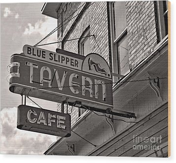 Wood Print featuring the photograph Barhopping At The Blue Slipper by Lee Craig