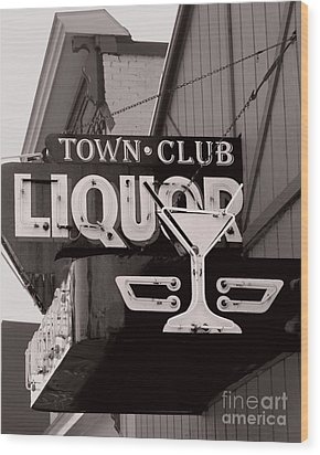 Wood Print featuring the photograph Barhopping At The Town Club 1 by Lee Craig