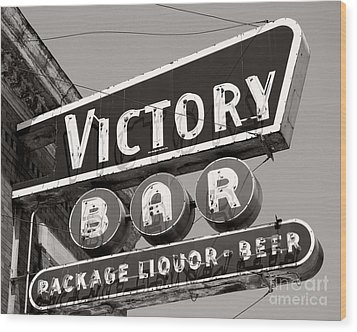 Wood Print featuring the photograph Barhopping At The Victory 1 by Lee Craig