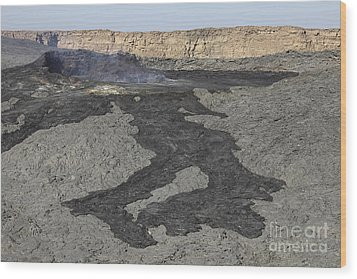 Basaltic Lava Flow From Pit Crater Wood Print by Richard Roscoe