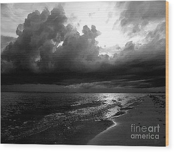Beach In Black And White Wood Print by Jeff Breiman