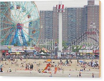 Beachgoers At Coney Island Wood Print by Ryan McVay