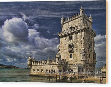 Belum Tower In Lisbon Portugal Wood Print by David Smith