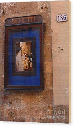 Beniiti In Lucca Wood Print by Bob Christopher