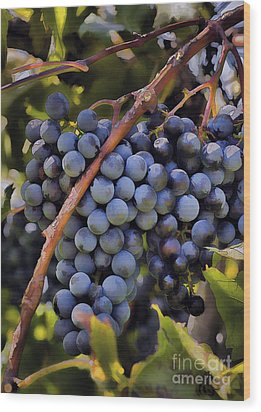 Big Bunch Of Grapes Wood Print by Michael Flood