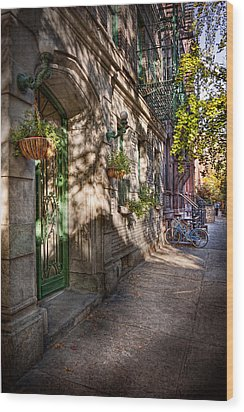 Bike - Ny - Greenwich Village - The Green District Wood Print by Mike Savad