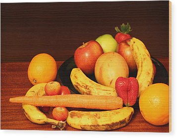 Black Plate And Fruit Wood Print by Andrea Nicosia