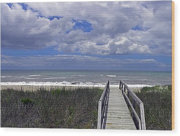 Boardwalk To The Beach Wood Print by Sandi OReilly