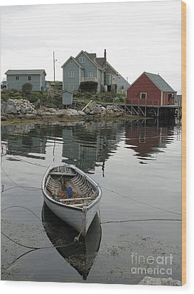 Boat At Peggy's Cove Wood Print by Louise Peardon