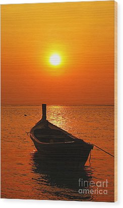 Boat In Sunset  Wood Print by Anusorn Phuengprasert nachol