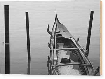 Boat In Venecia Wood Print by Zarija Pavikevik
