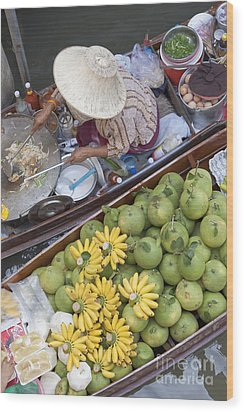Boats At The Damnoen Saduak Floating Market In Thailand Wood Print by Roberto Morgenthaler