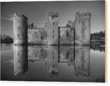 Bodiam Castle In Mono Wood Print by Mark Leader