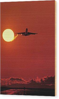 Boeing 747 Taking Off At Sunset Wood Print by David Nunuk